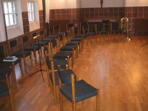 Hoffentlich sind die Stühle nur vor der Probe so leer